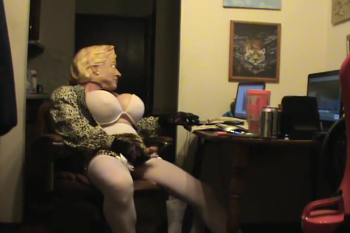 Leaked hard drive walks in on daughter blowjob mom keeps going