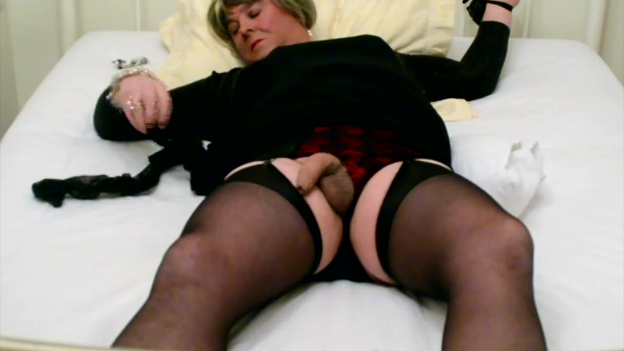 Self-Tied Carolyn Cums in Stockings Life Istanbul
