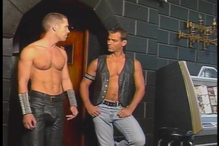 Leather cum 2 Extrait video actrice porno