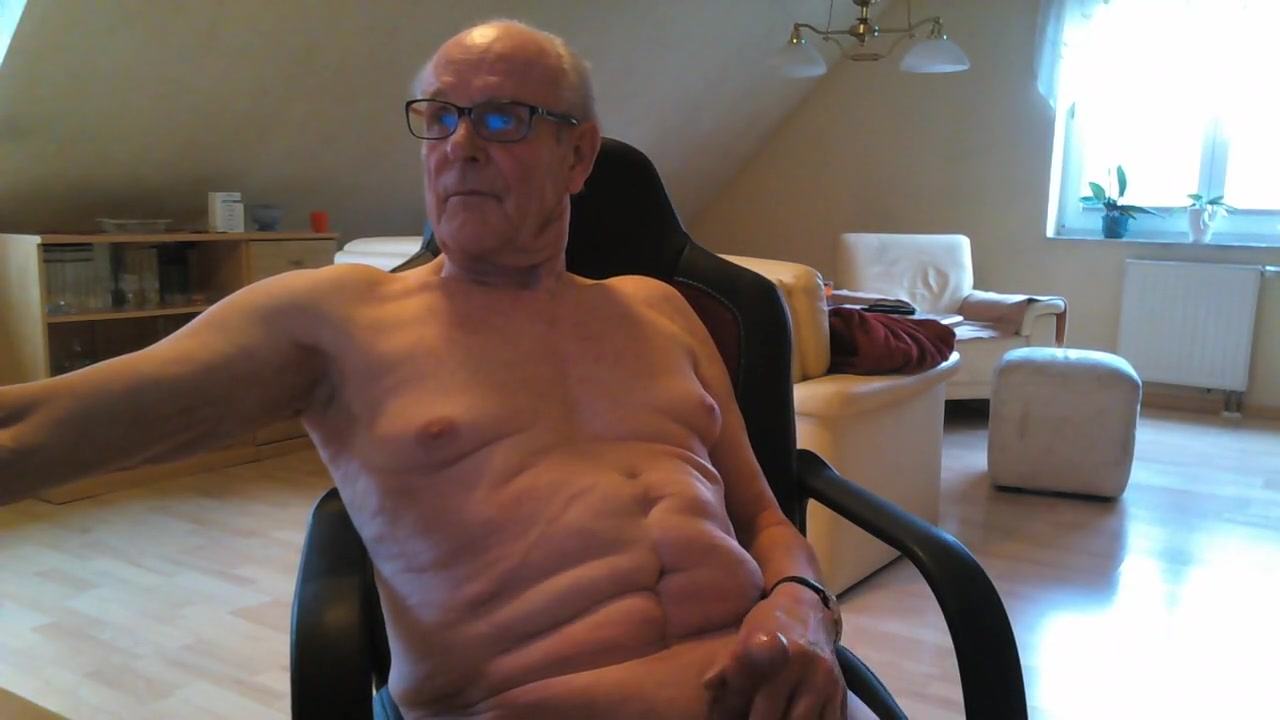 Nackt geil wichsen mature and yong boy