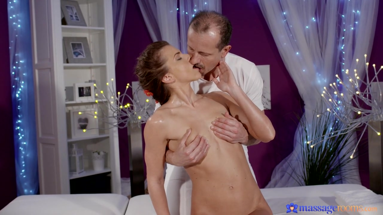 George & Paola Mike in Fitness Beauty Has Intense Orgasm - MassageRooms Mature ganbang