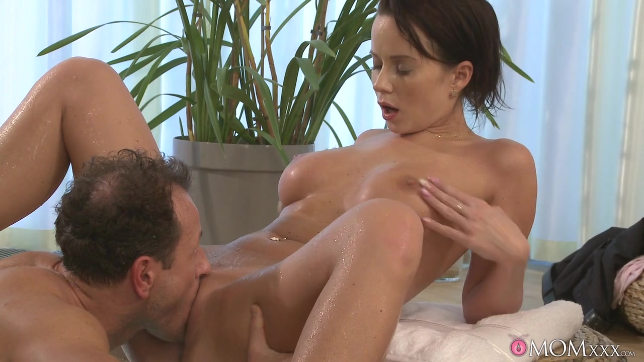 Cindy & George in Love Tub - MomXXX Dirtiest pussy