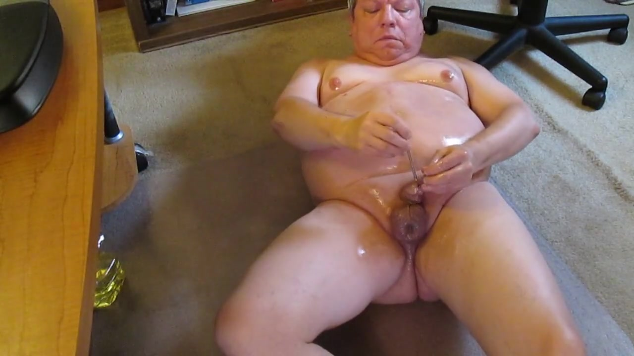 Oiling up using nut picks for cbt and anal twist for anal toying. Aunty feet free video