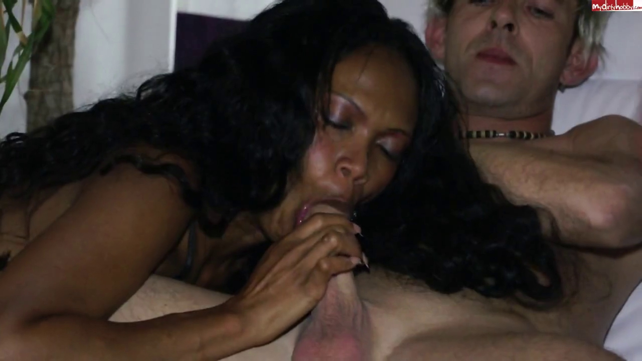 two Schlampen ficken den Chef white cum in black pussy