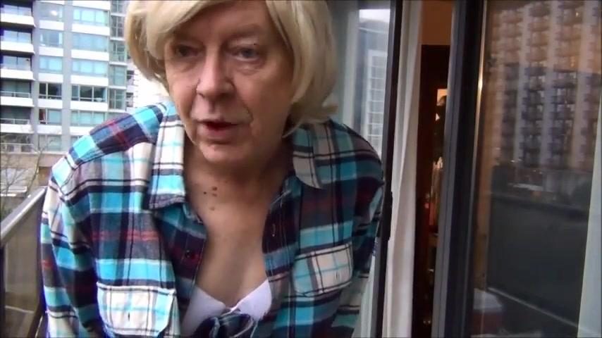 Naughty gigi flashing the neighbors again naked girls live webcam