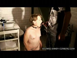 sandy femme soumise nue suceuse et avaleuse Pissing live cams