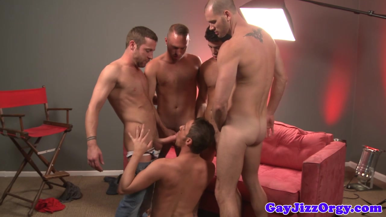 Group of jocks enjoying blowbang Lesbo eats cunt in trio