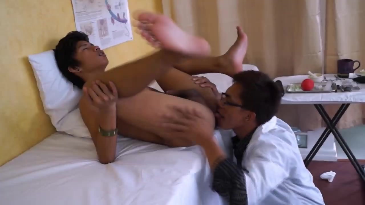 DoctorTwink Video: Dr Gayvaras Suck Patient Toes in bondage