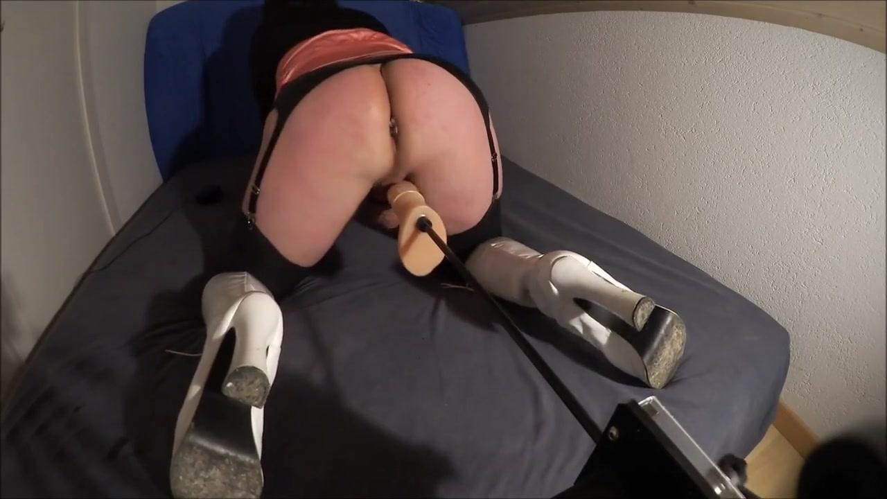 Crossdresser sandy-deluxe in the fucking machine lesbian sex free fum
