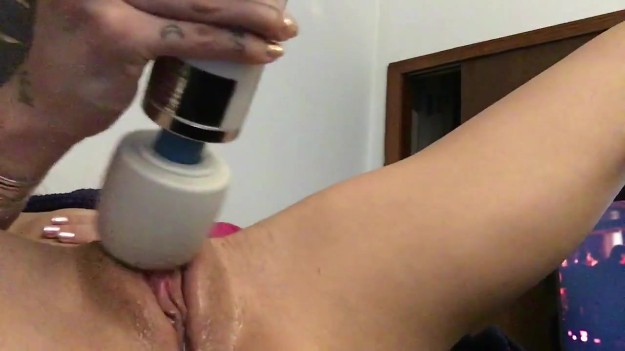 Close up masturbation hitachi cum
