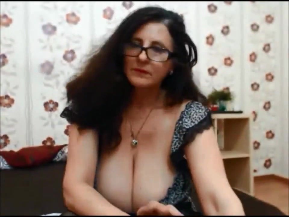Dancing milf with seroius cleavage please cum in my pussy