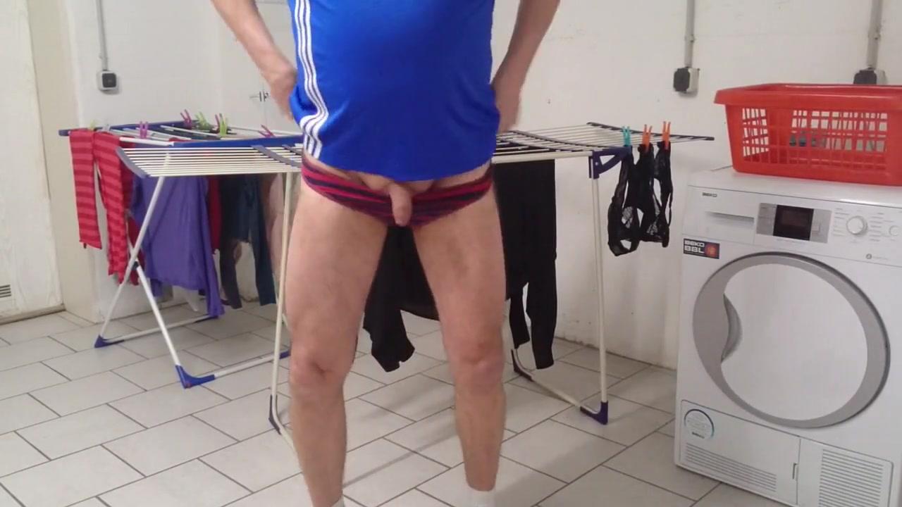 Slips der nachbarinnen im waschkeller anprobiert Gorgeous hairy pussy pics