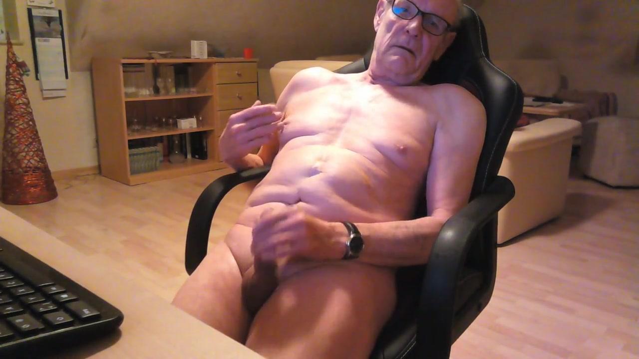 Bin sehr gerne nackt am wichsen Naked fat woman on webcam