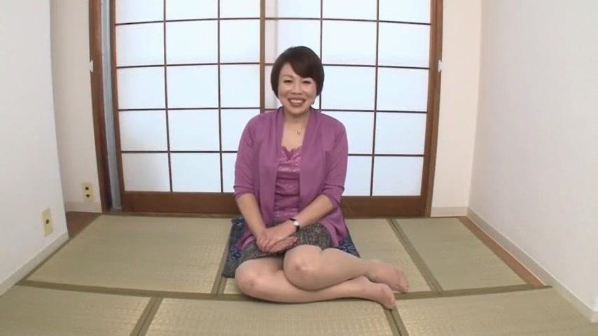 японка дрочит зрелой бабе - 8