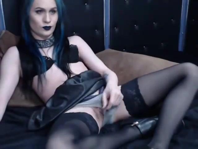 Goth Tgirl Plays on Cam Deep head facial