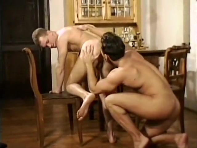 Young friends pamper your dziurkom video embarazada xxx gratis