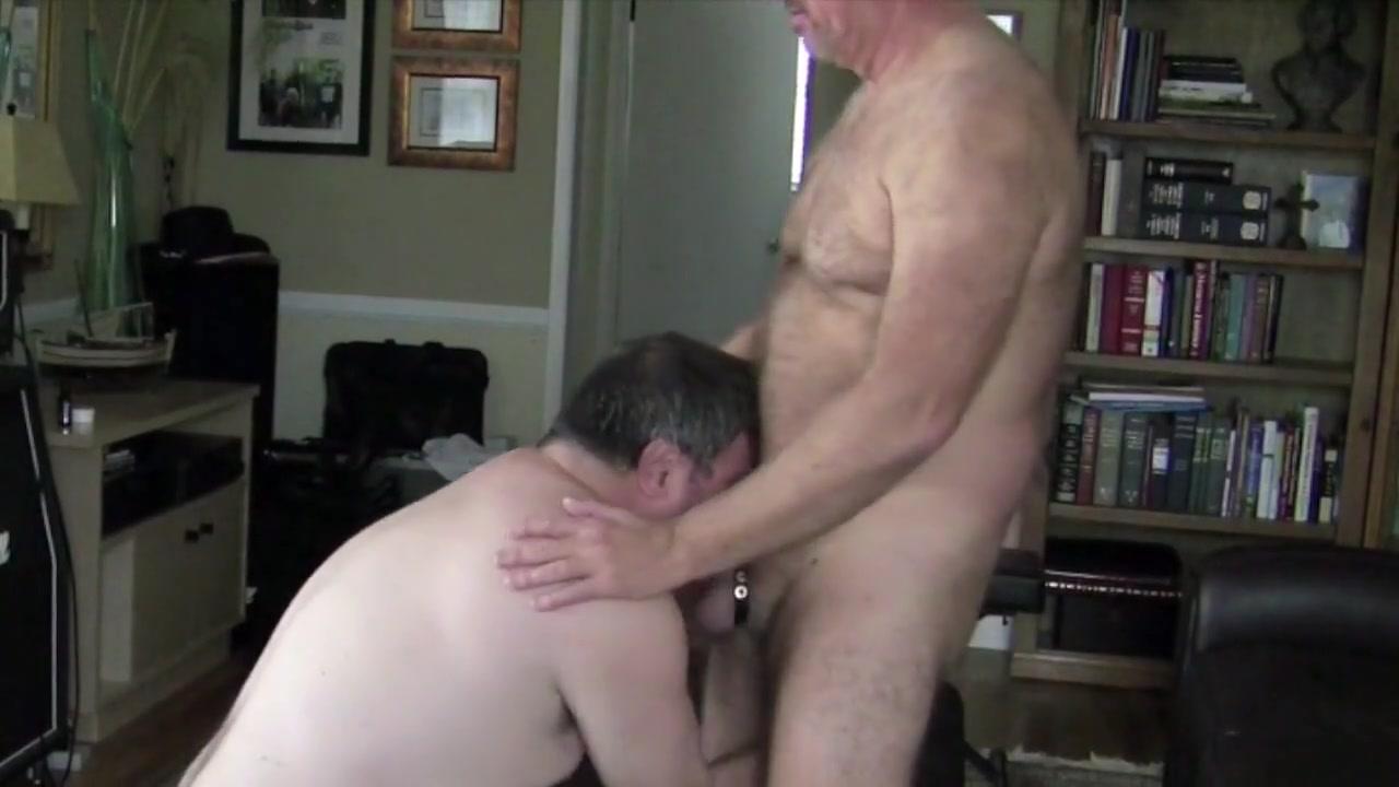 Men Sucking and Fucking 1 Hot tub masturbate