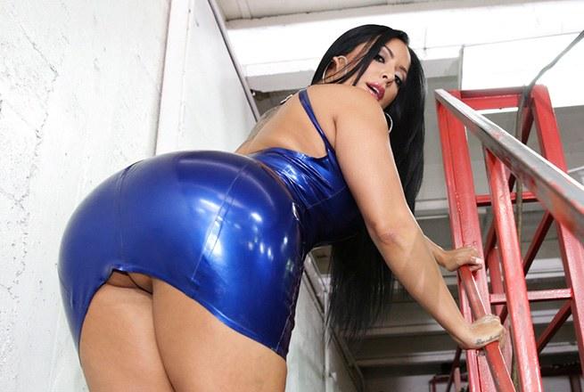 Big Ass Fucked At The Mechanic Shop! Giant Tits Pornstar