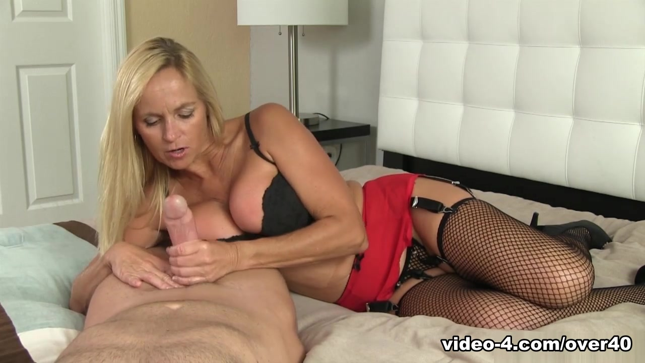 Dani Dare: Shoot That Load - Over40Handjobs
