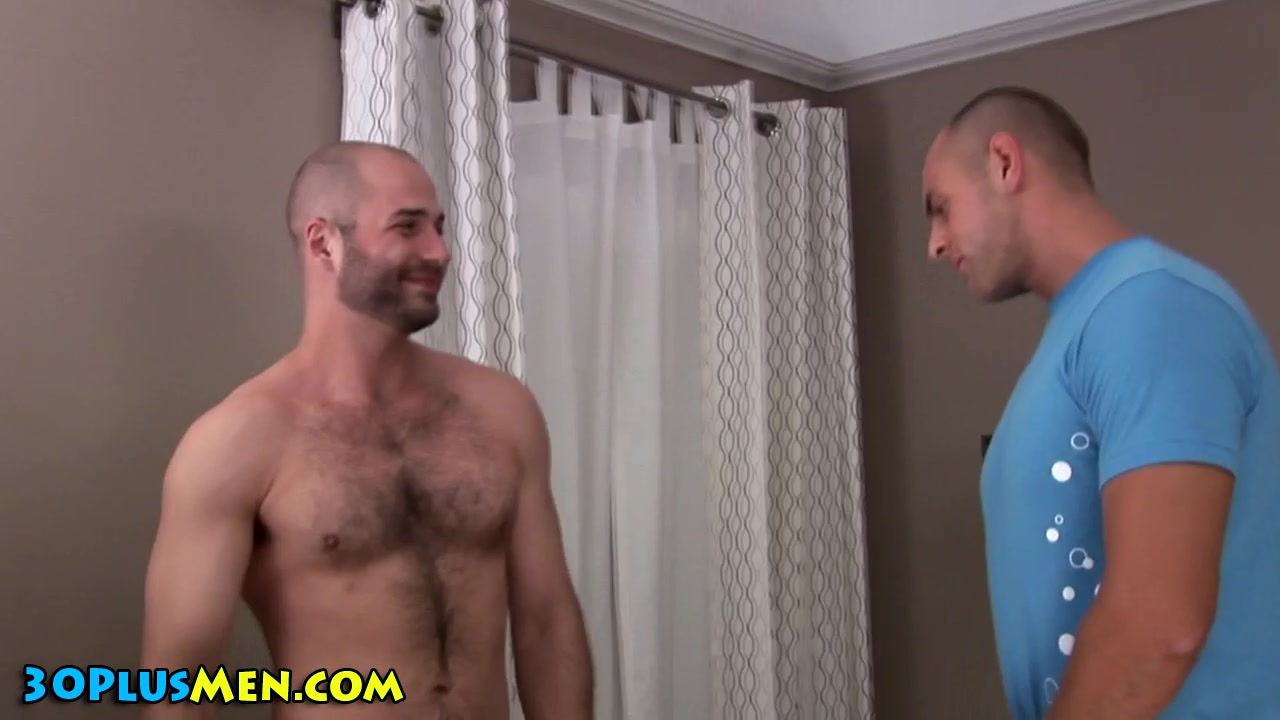 Muscly hottie blows bearded bear showing porn gif michelle wild