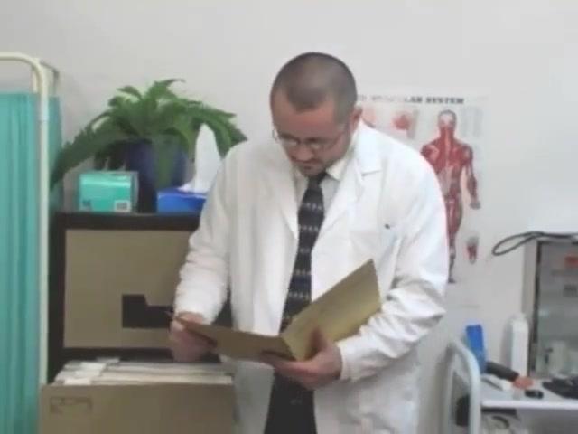 Beim Doktor die zweite Lick her shitty ass clean