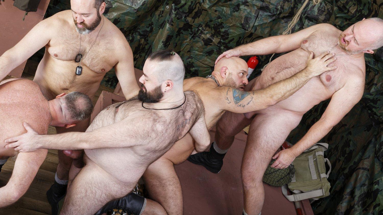 Порно случай в армии групповое, они хотят меня секса