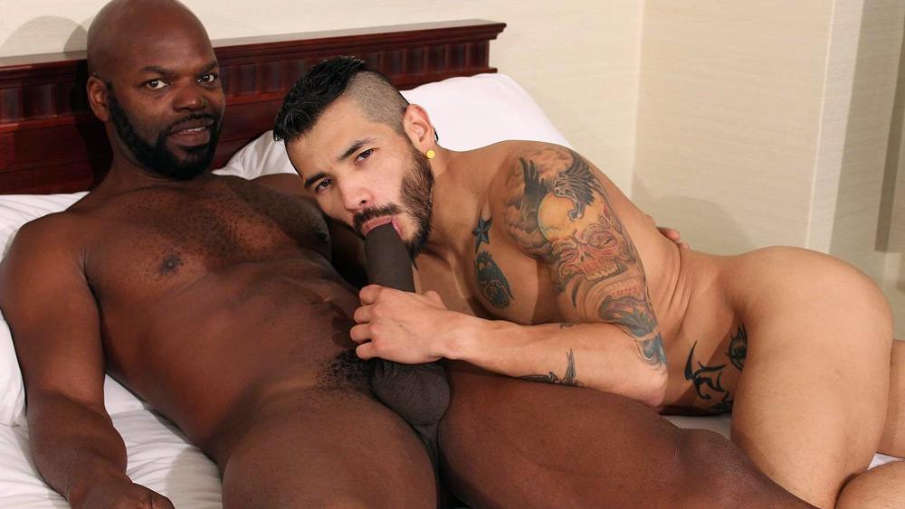 Cutler X and Draven Torres - BarebackThatHole Men sunbathing nude