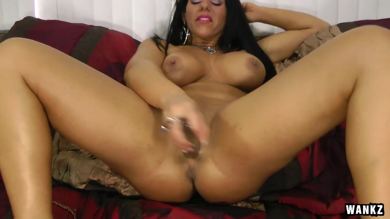 WANKZ- Bella Reese Playing with Herself Big bottom spank