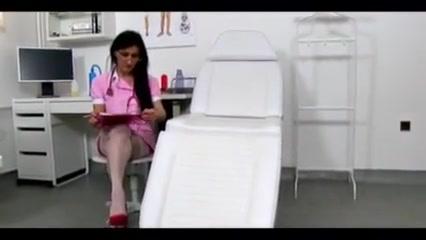 Marta enfermera jalandosela a un sujeto y se viene en sus tetas super rough face slapping and punching tmb