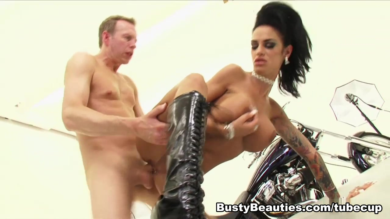 Angelina Valentine in Sleazy Riders lesbian shemale sex videos