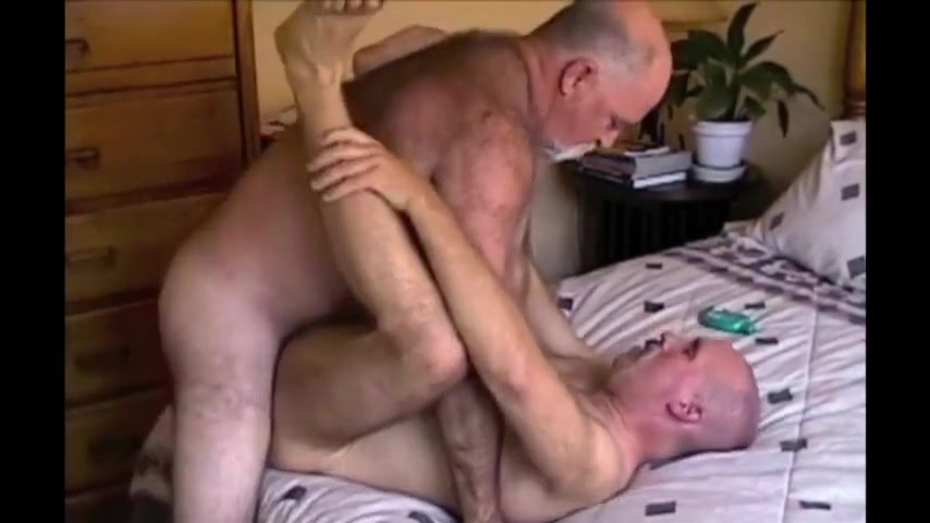 Ronnie takes two loads Big butt bbw fucking huge dildo