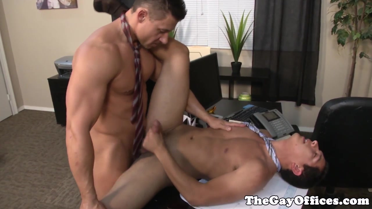 Muscular office hunk drilling his boss Traci lords nude pic