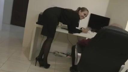 Secretary comes for sex