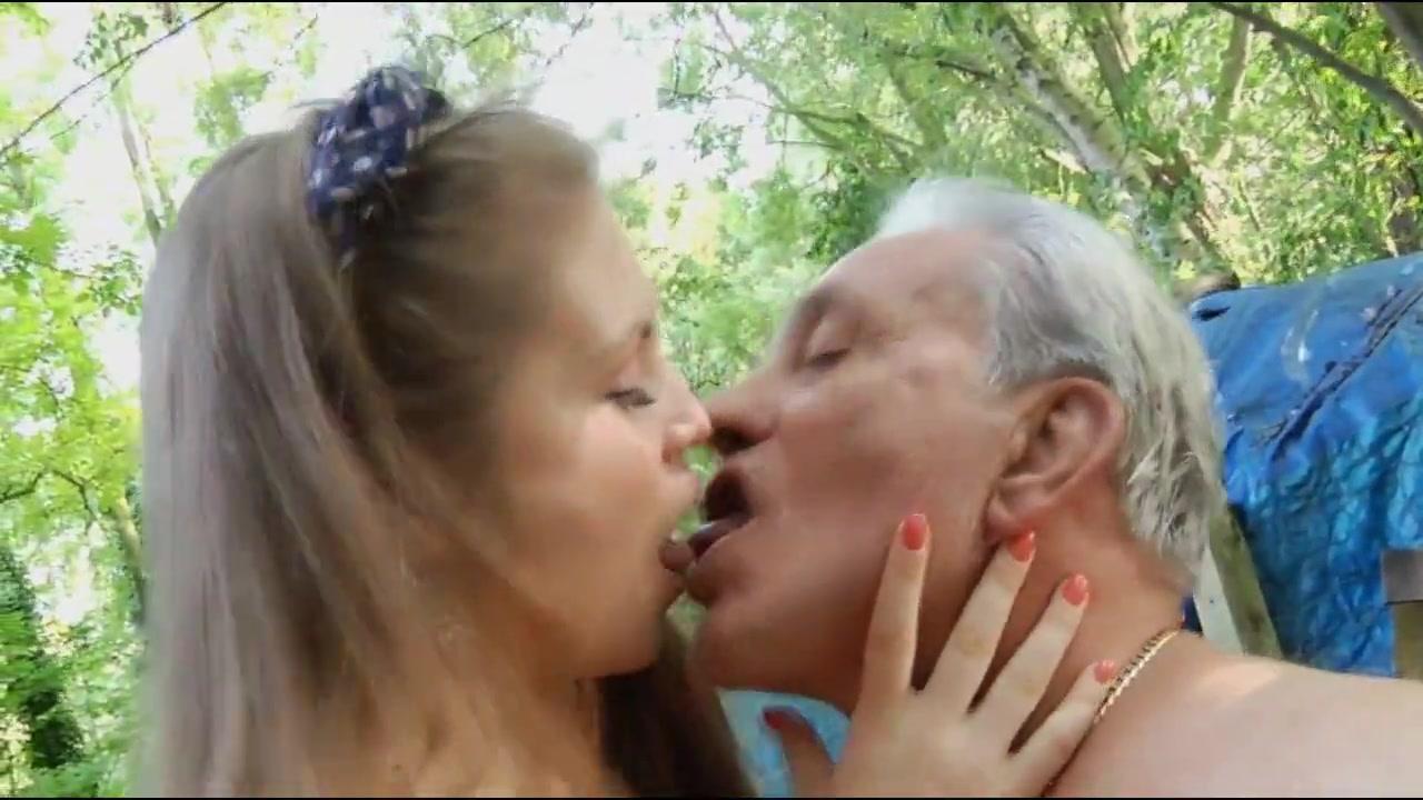 Vieux baise une jeune