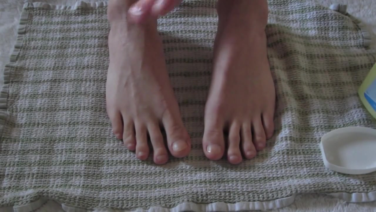 Massaging my feet toes with oil free older men eating pussy videos