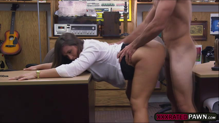 Big booty and beautiful amateur agrees to suck a cock in exchange of cash