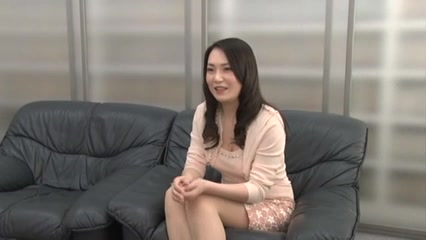 Japanese MILF gets a facial at the interview Milf redeka