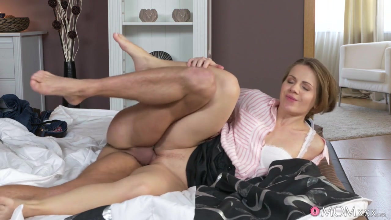 Martynez Manned & Sasha Zima in Housewife Dominates Her Sub Husband - MomXxx Porn Video Xxxl