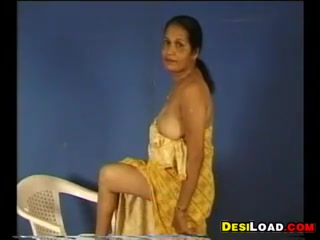 Indian Aunty Showing Off Her Tits free lynda leigh porn