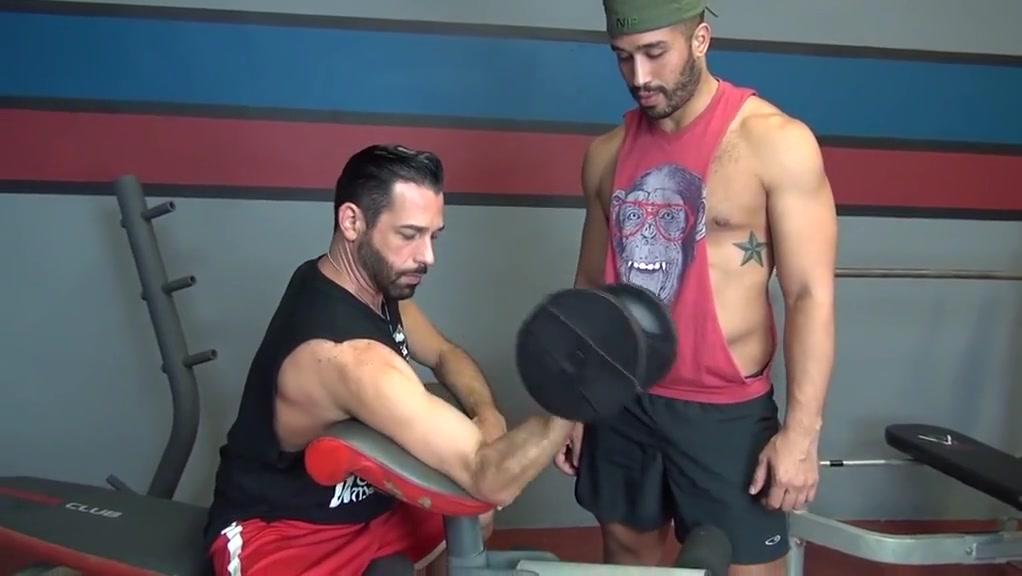 Bareback hungry bottom gym fuck michelle moore video porno