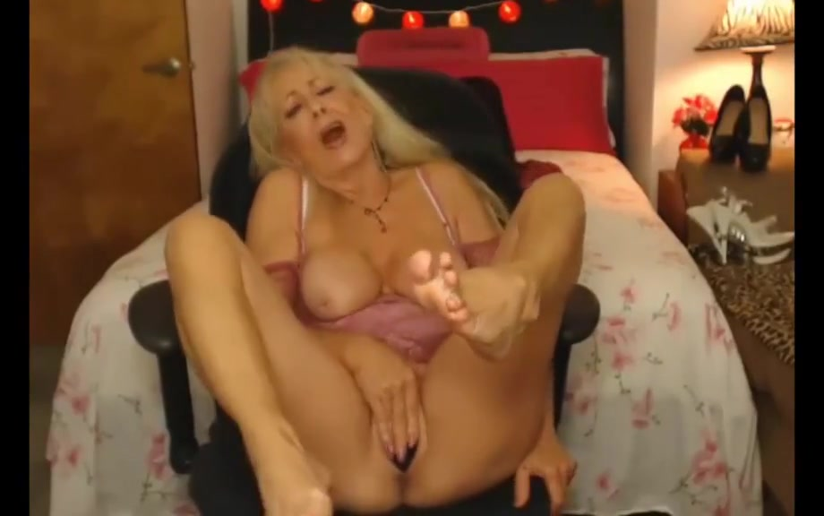 See more girls here xandgirl dot 3 Bbw wife clair dildo and fucked