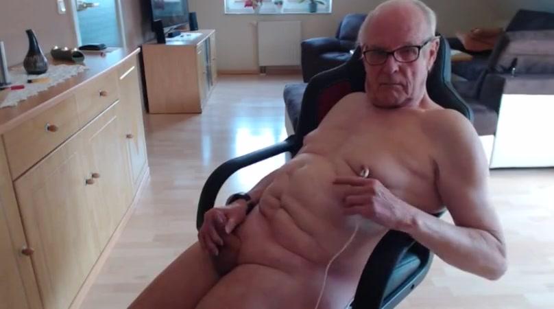 Wichsen bis zum organsmus Women group shower nude video