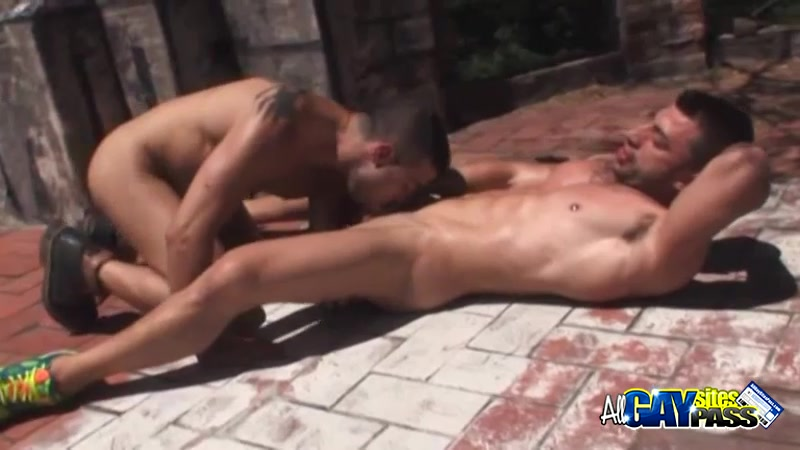 Muscled Men Having Blowjobs At The Park How to respond to heyy