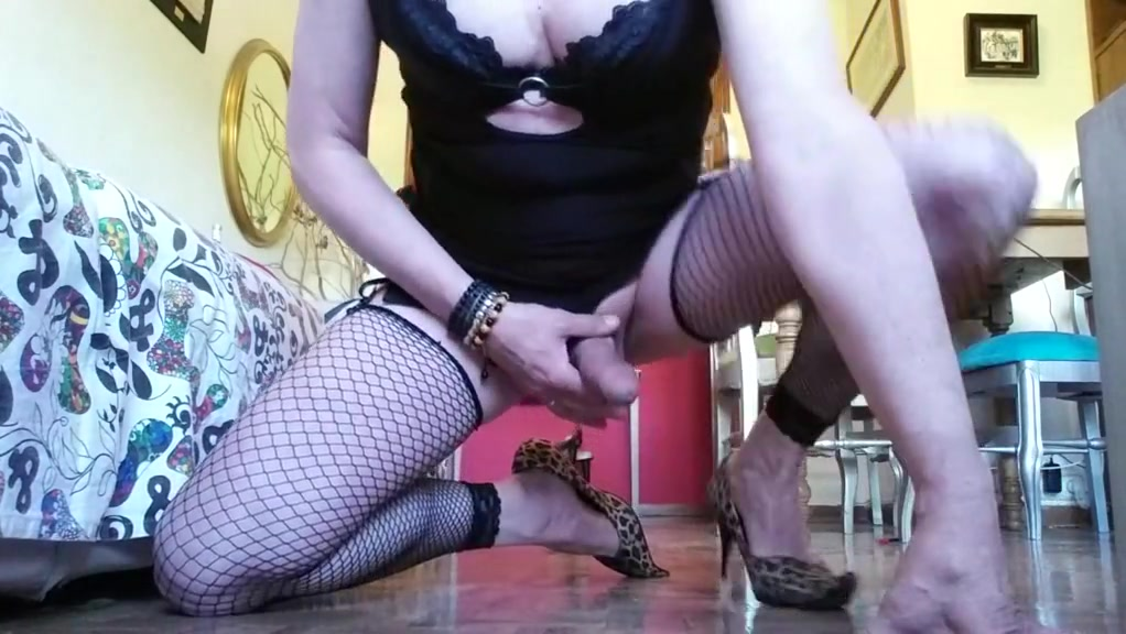 Tocandome strapon sex with husband