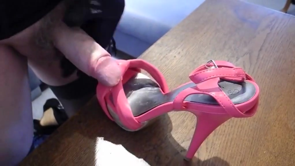 Sissy loves pretty shoes octopus sex anal clip
