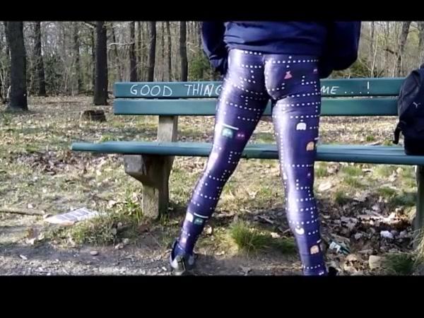 In Pacman Lycra Leggings unterwegs und geil geworden 3d Porn Tubes