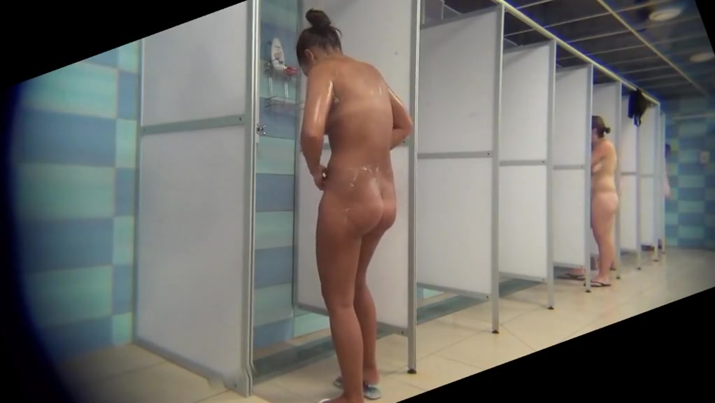 Peeping at the tanned beauty in the shower room