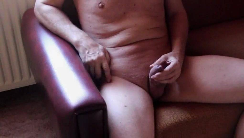 Nackedei wichst 061 Nude desi hard nipples