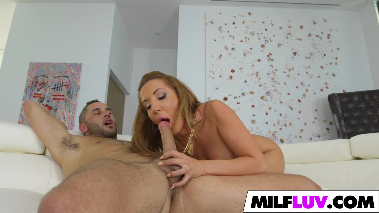PAWG MILF IS FUCKING GOOOOD Nikki benz ridin benz