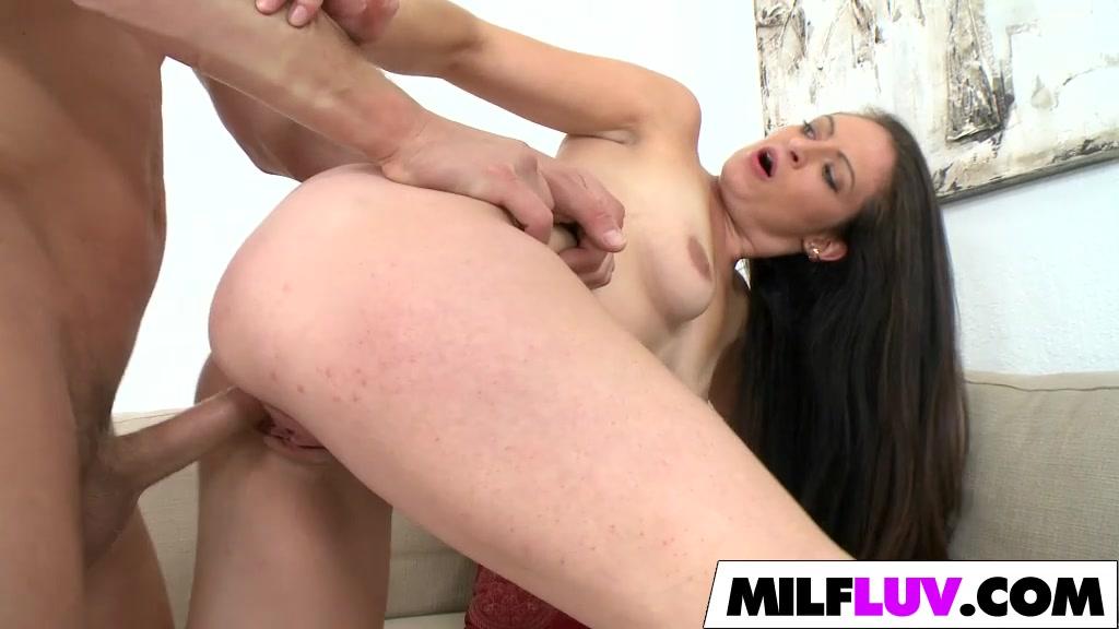 Horny Brunette MILF Jenni Robinson